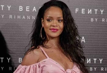 Rihanna Instagram'dan Yaptığı Paylaşımla Salladı!