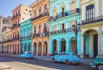 Küba'da Neden Taksiciler Doktorlardan Daha Fazla Kazanıyor?