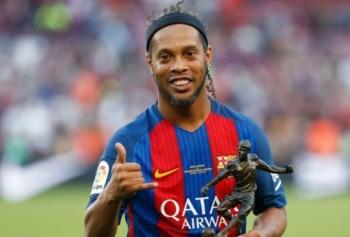 Ronaldinho'nun Ünlü Futbolcuları Rezil Eden Çalımları!